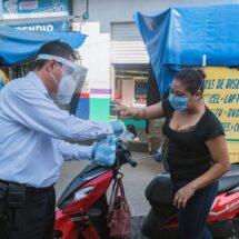 Gobierno Municipal obsequia cubrebocas a la población de Tuxtepec