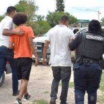 Detienen y multan a cuatro migrantes