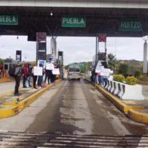 Protestan pobladores de Mesones Hidalgo en caseta de Huitzo