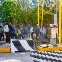 Normalistas secuestran camiones en Oaxaca
