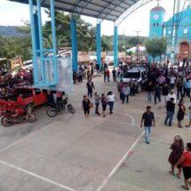 Policías estatales de Oaxaca son retenidos en Loxicha