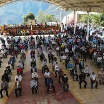 La hacen otra vez los morenistas: concentran diputados una multitud en la Cañada