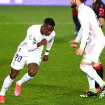 La Liga: Vinicius rescató al Madrid que se jugará media liga en el Wanda