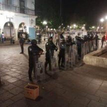 Retira Ayuntamiento de Oaxaca de Juárez estructuras de comercio informal en el Zócalo