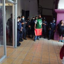 Se suman policías en la protesta de colonos de Santa Lucía del Camino